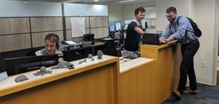 Service Desk helping a student