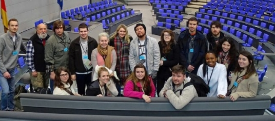 group photo of students in Reichstag